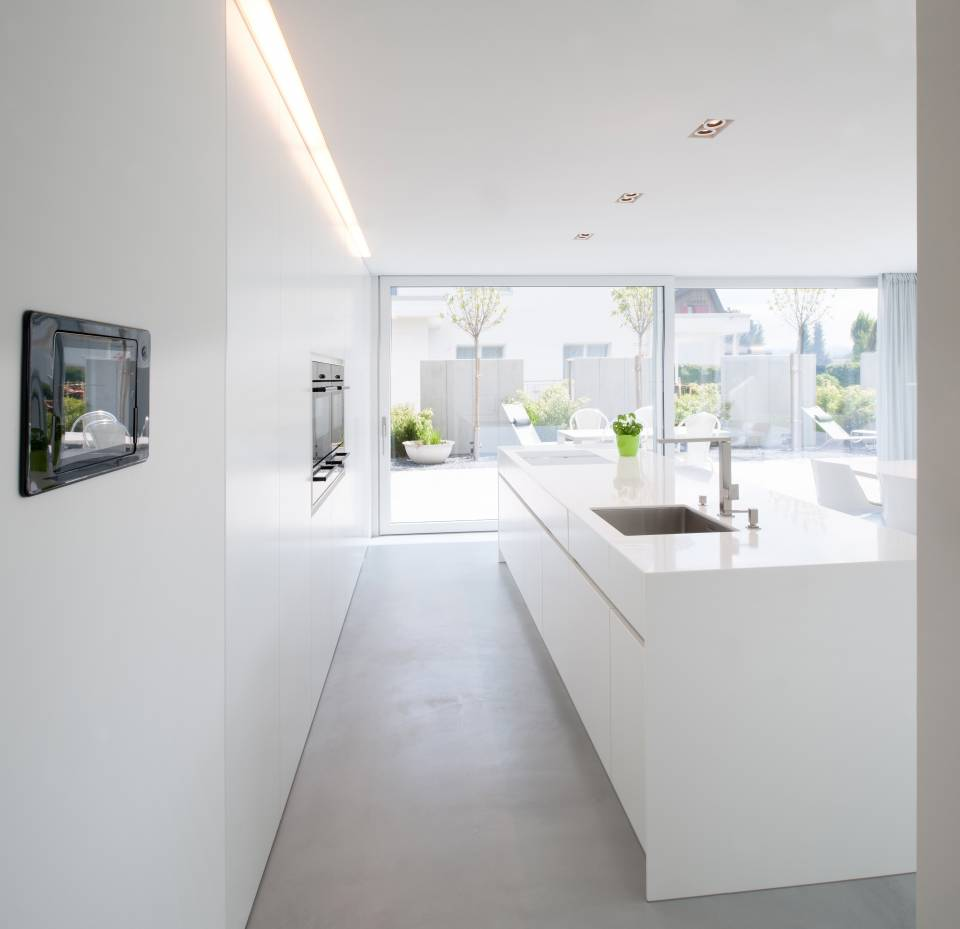 A house in switzerland discreet design in combination for Casa minimalista interior cocina